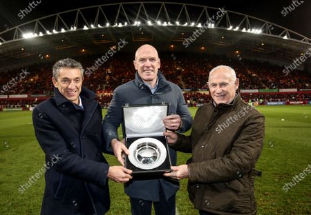 Munster vs Saracens. As part of celebrations of the 25th anniversary season of the Heineken Champions Cup, Paul O'Connell is presented with a commemorative silver salver at Thomond Park in recognition of Munster's tournament wins in 2006 and 2008 by EPCR Chief Executive, Vincent Gaillard, and EPCR Board member, Mick Kearney
