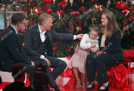 Johannes Baptist Kerner (2-L) talks to speaks with Lara and her mother Michaela Wienbrandt during the 'Ein Herz Fuer Kinder' (lit: A Heart for Children) gala show in Berlin, Germany, 07 December 2019. German television channel ZDF and newspaper 'Bild' collected donations for children's charity organizations in Germany and the whole world.