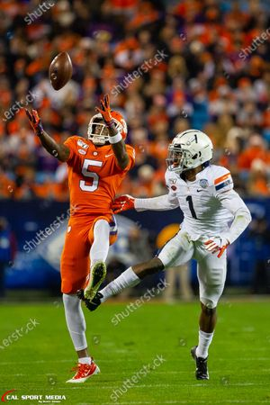 Clemson Tigers wide receiver Tee Higgins (5) makes the catch on the tip from Virginia Cavaliers cornerback Nick Grant (1) in the ACC Championship matchup at Bank of America Stadium in Charlotte, NC