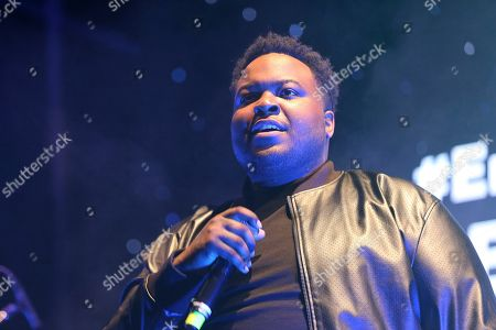 """Sean Kingston performs live on stage at """"The World's Biggest Sleep Out"""" event at The Rose Bowl, in Pasadena, Calif"""