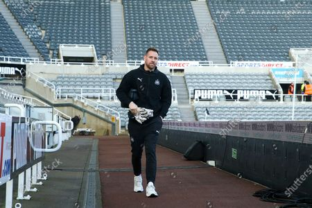 Rob Elliot of Newcastle United arrives ahead of the Premier League match between Newcastle United and Southampton at St. James's Park, Newcastle
