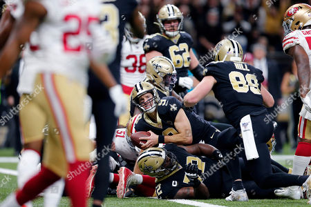 New Orleans Saints quarterback Drew Brees (9) keeps on a touchdown carry in the first half an NFL football game against the San Francisco 49ers in New Orleans