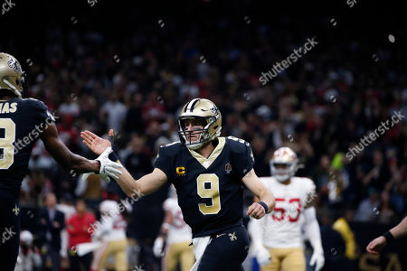 New Orleans Saints quarterback Drew Brees (9) celebrates with wide receiver Michael Thomas (13) in the first half an NFL football game against the San Francisco 49ers in New Orleans