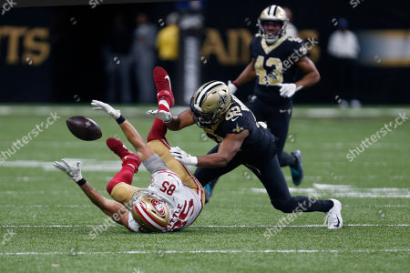 San Francisco 49ers tight end George Kittle (85) tries to pull in a pass against New Orleans Saints linebacker Craig Robertson (52) in the second half an NFL football game in New Orleans