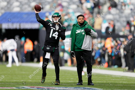 New York Jets quarterback Sam Darnold (14) warms up next to New York Jets strong safety Jamal Adams before an NFL football game against the Miami Dolphins, in East Rutherford, N.J