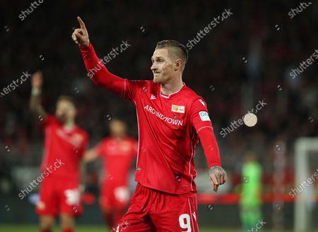 Sebastian Polter gesture,          / Sport / Football / DFL Bundesliga  /  2019/2020 / 08.12.2019 / 1.FC Union Berlin FCU vs. 1.FC Koeln / DFL regulations prohibit any use of photographs as image sequences and/or quasi-video. /