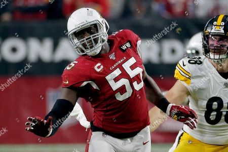 Arizona Cardinals linebacker Chandler Jones (55) runs a play against the Pittsburgh Steelers during the second half of an NFL football game, in Glendale, Ariz