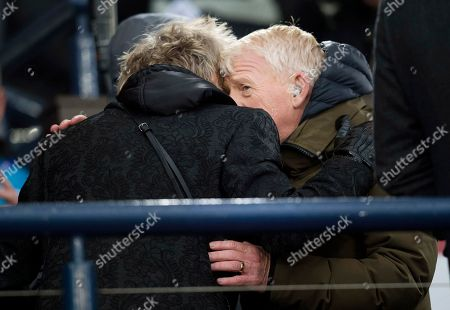 Rod Stewart gives a hug to former Scotland and Celtic Manager Gordon Strachan