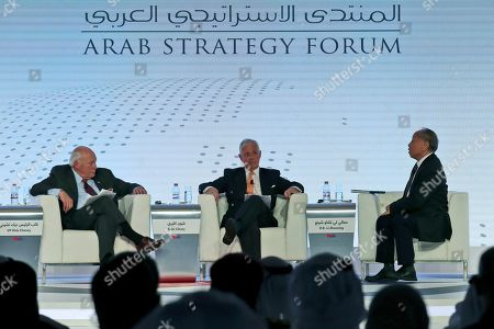Former Chinese Foreign Minister Li Zhaoxing, right, talks to former U.S. Vice President Dick Cheney, left, at the Arab Strategy Forum in Dubai, United Arab Emirates