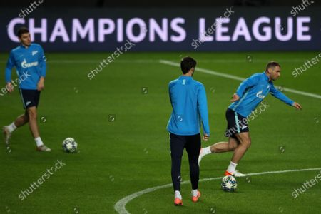 Zenit player Artem Dzyuba (R) in action during their training session at Luz stadium in view to the tomorrow`s Champions League Group G soccer match against Benfica, Lisbon, Portugal,  09 December 2019.