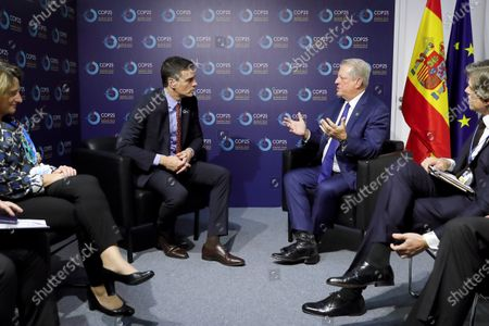 Acting Spanish Prime Minister Pedro Sanchez (L) and former US Vice President Al Gore (R) speak during their meeting in the framework of the COP25 UN Climate Change Conference in Madrid, Spain, 10 December 2019. The summit runs in the Spanish capital until 13 December.