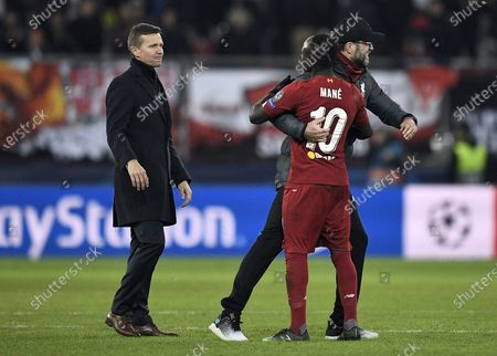 Manager Juergen Klopp of Liverpool FC (R) reacts with his player Sadio Mane (C) as coach Jesse Marsch of FC Salzburg react after the UEFA Champions League group E soccer match between FC Salzburg and Liverpool FC in Salzburg, Austria, 10 December 2019.