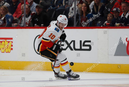 R m. Calgary Flames center Derek Ryan (10) in the first period of an NHL hockey game, in Denver