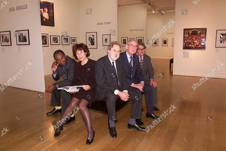 The National Portrait Gallery Is Staging An Exhibition Of 'faces Of The Century' Opening Friday 22/10/1999. Ten People Were Asked To Choose 10 Images Which Sum Up The Last 100 Years. The Panel Are Figures From The Arts Business Media Fashion And Science. Pic: L To R; Trevor Phillips Helena Kennedy (now Baroness Kennedy Of The Shaws Of Cathcart In The City Of Glasgow Formerly (tdame Helena Ann Kennedy Qc) Life Peer'97. Lord David Puttnam (now Baron Puttnam Of Queensgate) Lord Sainsbury Of Preston Candover (baron Sainsbury Of Preston Candover In The County Of Hampshire) And Lord Briggs.