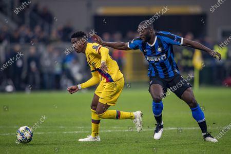 Junior Firpo (FC Barcelona) Romelu Lukaku (Inter)