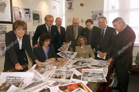 Jugging For The Top 50 Newspaper And Magazine Front Pages Of The Millennium Has Been Compleated At The Associated Newspapers Headquarters Northcliffe House In London. The Pages Will Be On Dislay At The London Press Ball To Be Held At The Hilton Hotel On 27 /11/1999. The Judging Pane L-r Were Philippa Kennedy Editor Og Press Gazette Ann Wald Md Of Camera Press. Sir David Frost Robin Esser Executive Managing Editor Of Daily Mail Bill Anderson Former Editor Of The Sunday Post Sally Webb Md Of The Special Event Company Roy Greenslade Of The Guardian Lord Archer And Brian Macarthur Of The Times.