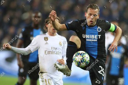 Brugge's Ruud Vormer, right, fights for control of the ball against Real Madrid's Luka Modric during the Champions League group A soccer match between Brugge and Real Madrid at the Jan Breydel stadium in Bruges, Belgium