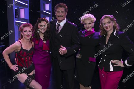 Bonnie Langford (Roz Keith), Chelsea Halfpenny (Judy Bernly), David Hasselhoff (Franklin Hart Jr), Natalie McQueen (Doralee Rhodes) and Caroline Sheen (Violet Newstead) backstage