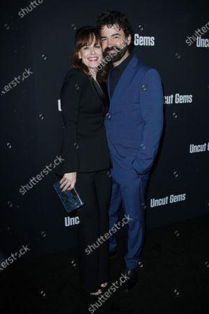 Rosemarie DeWitt and Ron Livingston