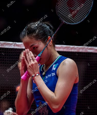 Ratchanok Intanon of Thailand in greets the referee during a women's singles match of the BWF World Tour Finals Badminton tournament at Tianhe Gymnasium in Guangzhou, China, 12 December 2019.