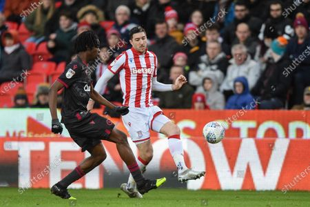 14th December 2019, Bet365 Stadium, Stoke-on-Trent, England; Sky Bet Championship, Stoke City v Reading : Stephen Ward (3) of Stoke City under pressure from Ovie Ejaria (14) of Reading 