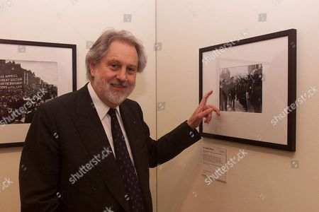 The National Portrait Gallery Is Staging An Exhibition Of 'faces Of The Century' Opening Friday 22/10/1999. Ten People Were Asked To Choose 10 Images Which Sum Up The Last 100 Years. The Panel Are Figures From The Arts Business Media Fashion And Science. Pic: Lord David Puttnam (now Baron Puttnam Of Queensgate)pointing Out His Father Who Was A Press Photographer For A.p.