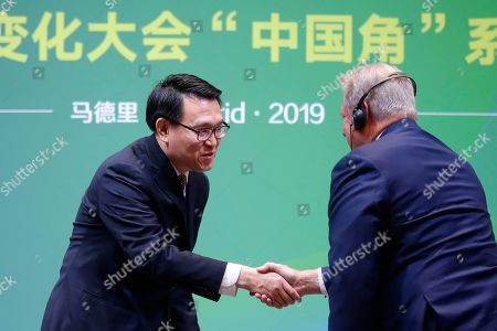 Former U.S. Vice President Al Gore, right, shakes hands with Vice Minister of Ecology and Environment of China Zhao Yingmin at the COP25 climate talks summit in Madrid, Spain,. The major countries at a U.N. meeting on climate change took the floor to stake out their positions, showing that deep differences remain to be breached