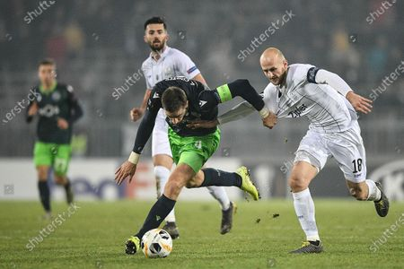Sporting's Sebastian Coates (L) and LASK'S Gernot Trauner (R) in action during the UEFA Europa League group D soccer match between LASK Linz and Sporting CP in Linz, Austria, 12 December 2019.