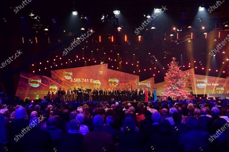 General view of the closing part of the Jose Carreras Gala Christmas concert in Leipzig, Germany, 12 December 2019. The 25th Jose Carreras Gala is one of the most successful charity events in German television and raises funds for the Spanish tenor's leukemia foundation.