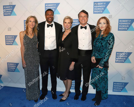 Wendy Abrams, Chris Tucker, Kerry Kennedy, Glen Tullman, J.K. Rowling. Wendy Abrams, from left, Chris Tucker, Kerry Kennedy, Glen Tullman and J.K. Rowling attend the 2019 Robert F. Kennedy Human Rights Ripple of Hope Awards at the New York Hilton Midtown on Thursday, Dec.12, 2019, in New York
