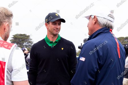 Adam Scott of Australia speaks with Fred Couples of team USA after the final round of The Presidents Cup
