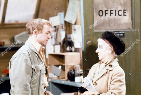 Graham Haberfield (as Jerry Booth) and Gabrielle Daye (as Beattie Pearson)