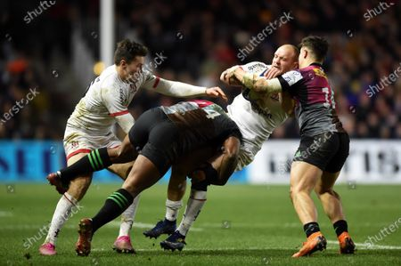 Matt Faddes of Ulster is tackled by Vereniki Goneva of Harlequins