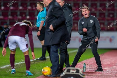 Heart of Midlothian manager Daniel Stendel screams at Tommy Wright, manager of St Johnstone FC during the Ladbrokes Scottish Premiership match between Heart of Midlothian FC and St Johnstone FC at Tynecastle Park, Edinburgh