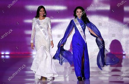 Miss China Li Peishan (R) and Miss Cook Islands Tajiya Eikura Sahay (L) during the Miss World 2019 final in the Excel centre in London, Britain, 14 December 2019. The annual Miss World competition returns to London for its 69th year.