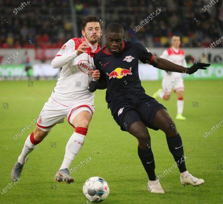 Duesseldorf's Dawid Kownacki (L) in action against Leipzig's Dayot Upamecano (R) during the German Bundesliga soccer match between Fortuna Duesseldorf and RB Leipzig in Duesseldorf, Germany, 14 December 2019.