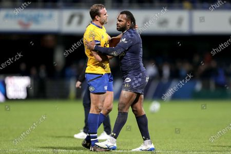 ASM Clermont Auvergne vs Bath Rugby. Clermont's Alivereti Raka shakes hands with Bath's Jamie Roberts after the game