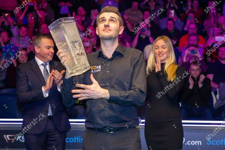 The 2019 19.com World Snooker Scottish Open Champion Mark Selby holds aloft the Stephen Hendry Trophy after being presented by Katie Oldfield Event director of World Snooker & Jason Ferguson WPBSA Chairman at the 19.com World Snooker Scottish Open Final Mark Selby vs Jack Lisowski at the Emirates Arena, Glasgow