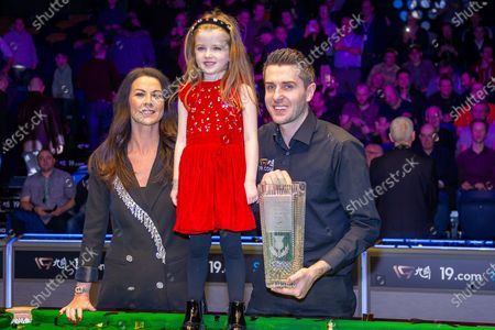 The 19.com World Snooker Scottish Open Champion 2019 Mark Selby, alongside his partner Vikki & his daughter Sofia with the Stephen Hendry Trophy following his win at the World Snooker 19.com Scottish Open Final Mark Selby vs Jack Lisowski at the Emirates Arena, Glasgow