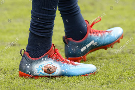 "Tennessee Titans inside linebacker Wesley Woodyard wears special cleats as part of the NFL's ""My Cause My Cleats"" campaign before an NFL football game, in Nashville, Tenn"