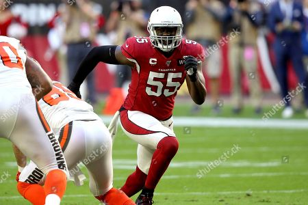 Arizona Cardinals linebacker Chandler Jones (55) lines up against the Cleveland Browns during the first half of an NFL football game, in Glendale, Ariz