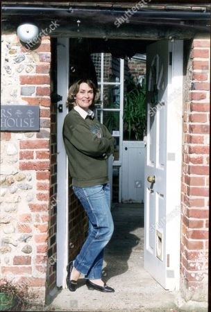 Actress And Writer Alexandra Bastedo At Her Sussex Home Invites Feng Shui Expert Lillian Too To Her Home To Discuss The Ancient Science Of Feng Shui.