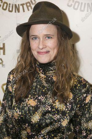 Katie Brayben (Elizabeth Laine)