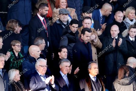Everton manager Carlo Ancelotti stands next to Bill Kenwright and Farhad Moshiri in the directors box as new Arsenal manager Mikel Arteta makes his way down the stairs
