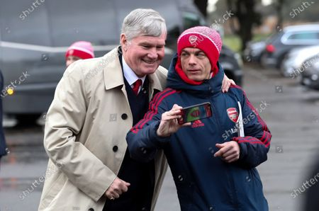 Pat Rice has a selfie with an Arsenal supporter