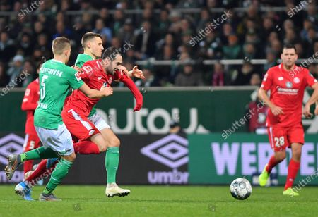 Levin Oeztunali of Mainz (C) in action against Ludwig Augustinsson of Bremen (L) during the German Bundesliga soccer match between SV Werder Bremen and 1. FSV Mainz 05 in Bremen, Germany, 17 December 2019.