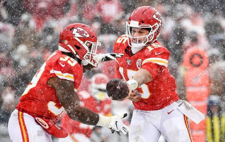 Patrick Mahomes, Spencer Ware. Kansas City Chiefs quarterback Patrick Mahomes (15) hands off to Kansas City Chiefs running back Spencer Ware (39) during the second half of an NFL football game in Kansas City, Mo