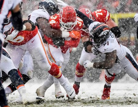 Jonathan Harris, Deyon Sizer, Darwin Thompson. Denver Broncos defensive end Jonathan Harris (92), left, and Denver Broncos defensive tackle Deyon Sizer (91) tackle Kansas City Chiefs running back Darwin Thompson (34) during the first half of an NFL football game in Kansas City, Mo
