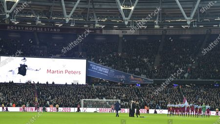 Players line up for minutes applause for Martin Peters