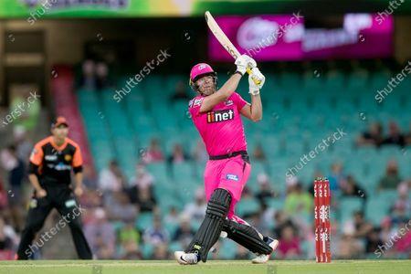 Sydney Sixers player Moises Henriques batting